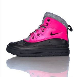 Nike Shoes - NIKE PINK ACG WOODSIDE II BOOT